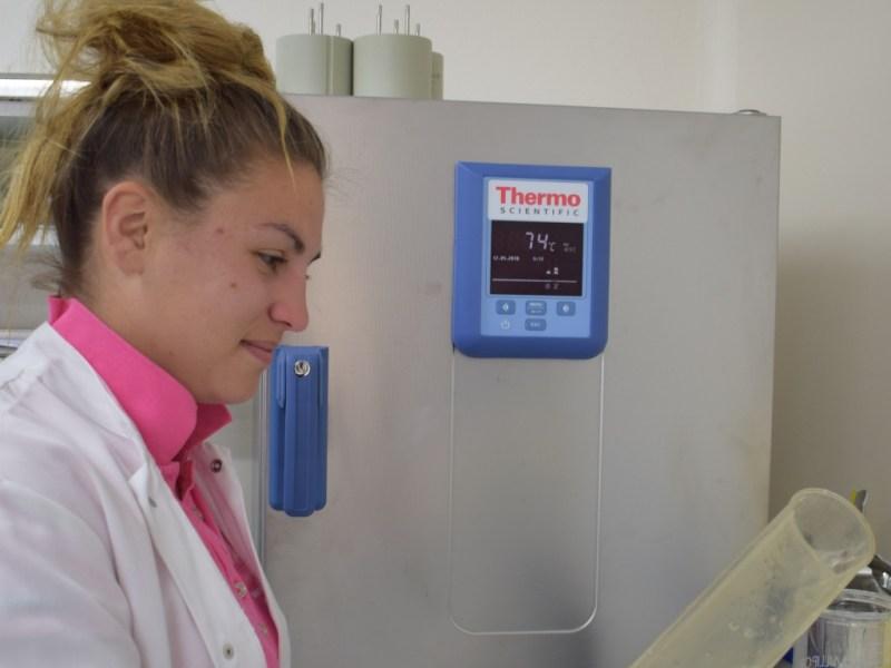 Manon Malassis au laboratoire du SMEL (@SMEL)