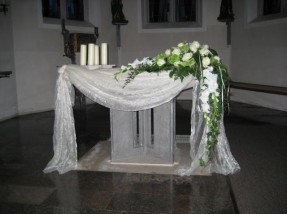 Kirchenschmuck und Dekorationen  Bestattungen Grtnerei Floristik Stefan Merks Lauchheim