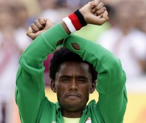 Silver medalist Feyisa Lilesa repeated his protest on the podium.
