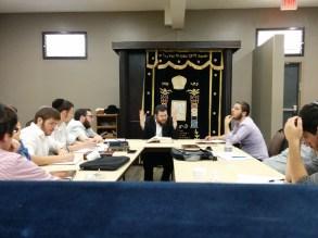 Rabbi Chazan giving a Shiur