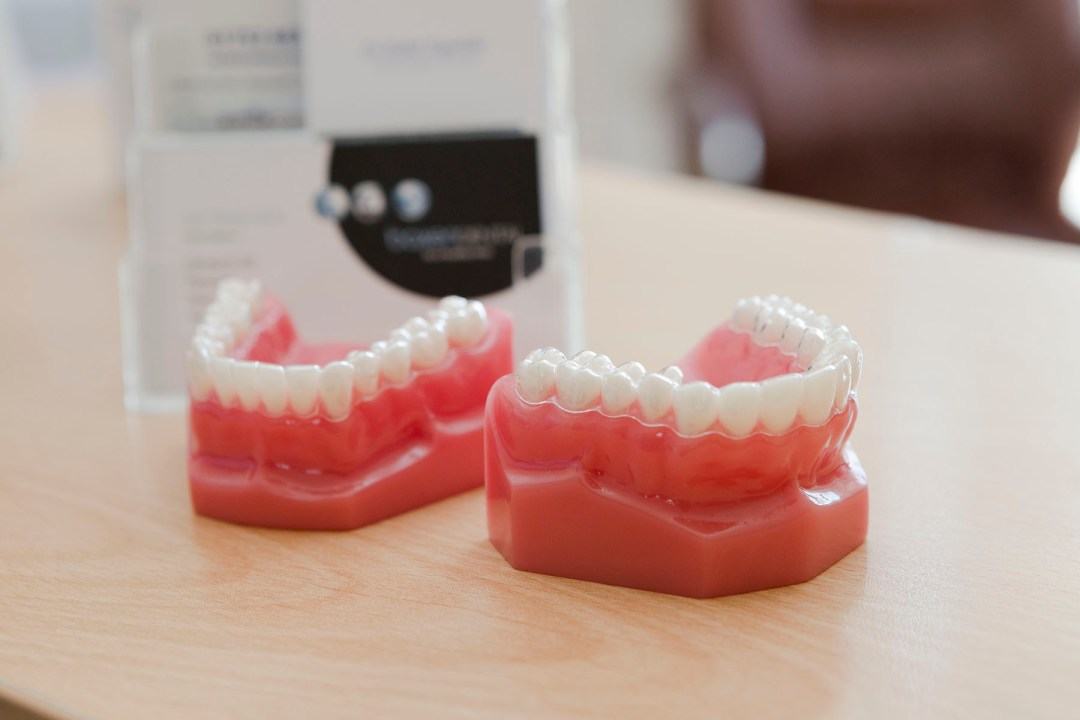 The Smile Makeover treatment is the ideal cosmetic dental method to achieve that Hollywood look!