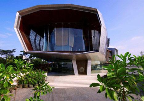 Ultramodern Urban Hilltop Home