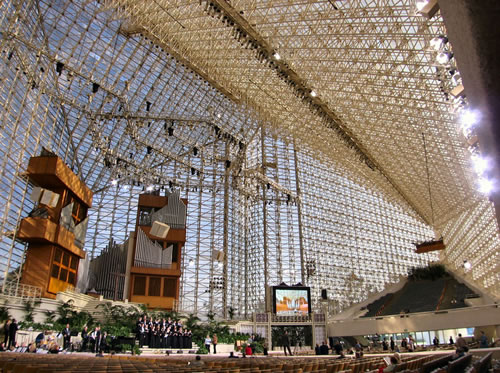 Interior of the Crystal Cathedral, notice the giant organ (Image Credit: Wikipedia)