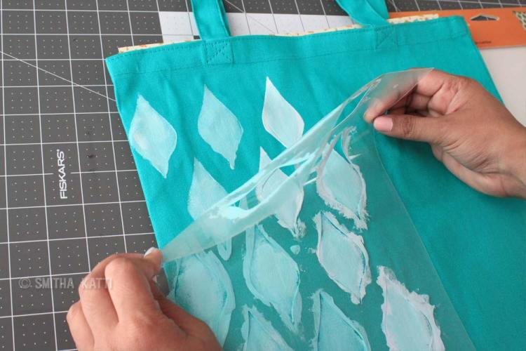 How to use a stencil on fabrics with acrylic paints