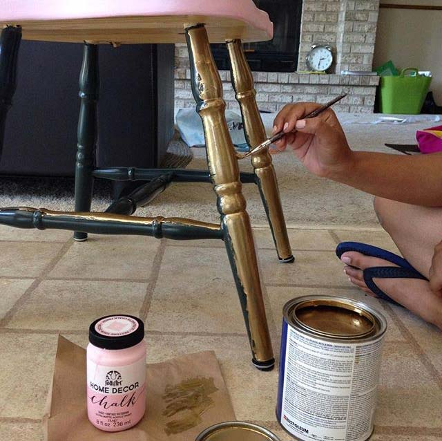 Upcycle chair with chalk paint