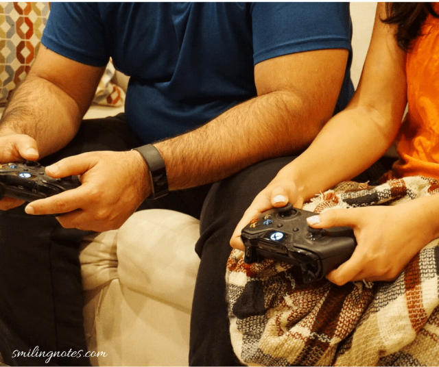 date night ideas - play games