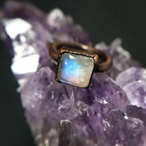 Unik elektroformet regnbuemånestens ring