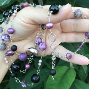 Perle smykkesæt i sølv med rosa og sorte farver