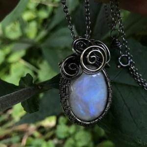 Regnbuemånesten halskæde wire wrappet i sølv