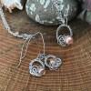 Håndflettet smykkesæt i sølv rosa perler