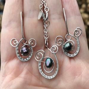 Håndflettet smykkesæt i sølv blå perle