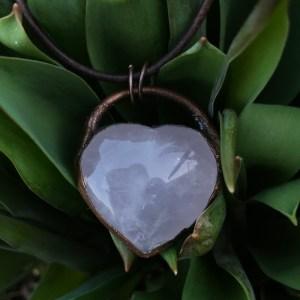 Electroformet rosakvarts hjertehalskæde
