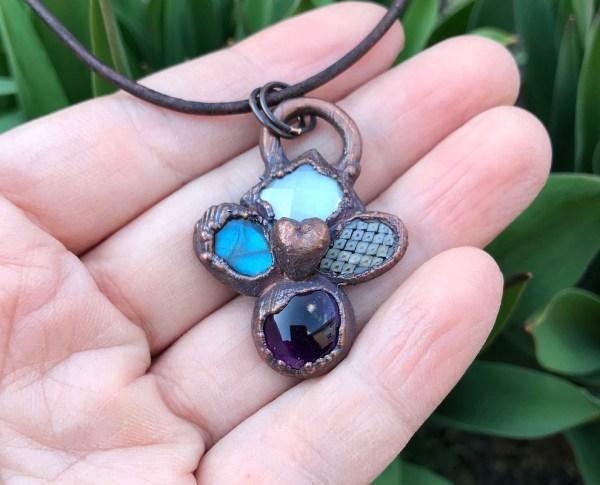 Krystalhalskæde med ametyst og hjerte