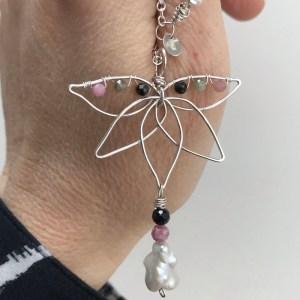 Lotusblomst krystalhalskæde