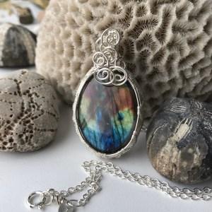 Krystalhalskæde med regnbuefarvet labradorit