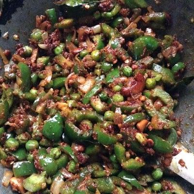 cook capsicum  masala rice