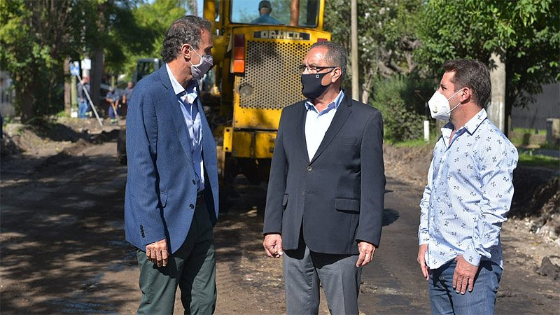 Katopodis y Descalzo realizaron una recorrida de obras por el barrio Las  Cabañas - SM Noticias