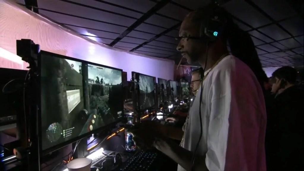snoop dogg fumando maconha e3 Snoop Dogg é flagrado fumando maconha e jogando Battlefield em feira de tecnologia