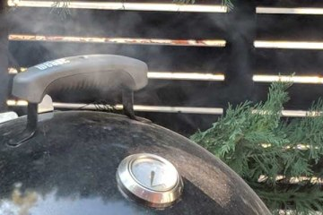 How to control temperature on charcoal smoker