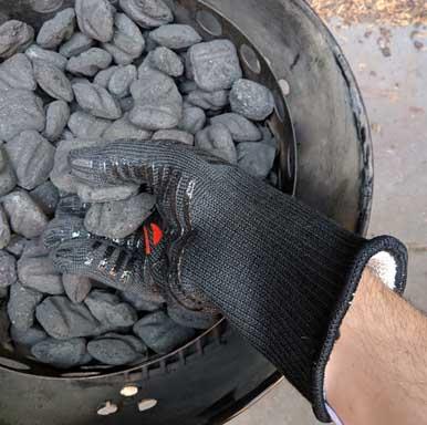 Using heat resistant bbq gloves