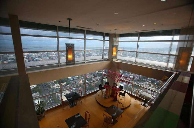 The Crown Regency Hotel and Towers Offers Cheap Prices and Great Discounts! Book Now!