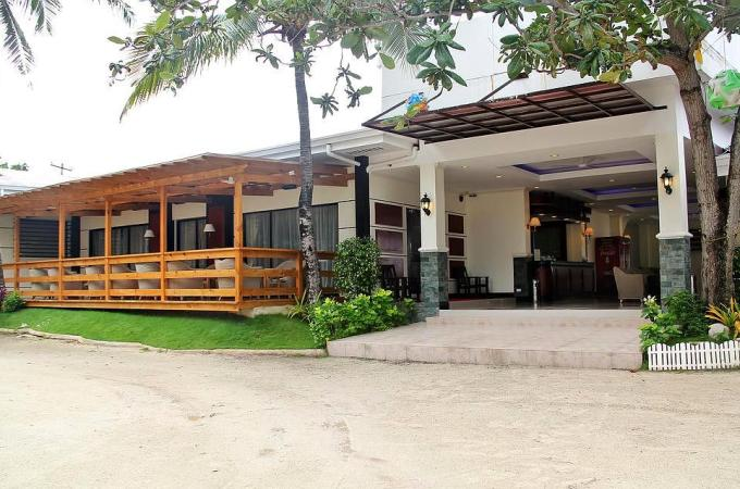 The BlueFins Resort, Mactan, Philippines Cheap Rates and Great Discounts!