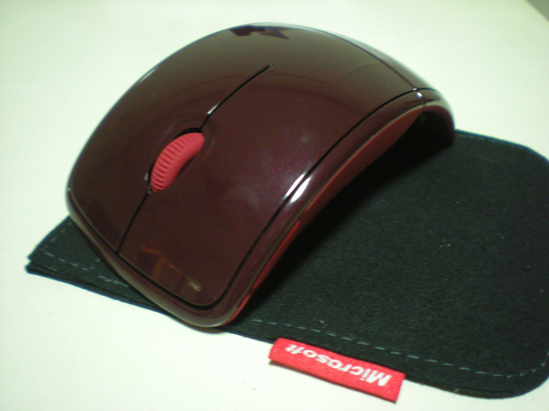 Microsoft Arc Mouse with Pouch 1