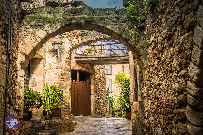 Restored Medieval Street in Pals (©simon@myeclecticimages.com)