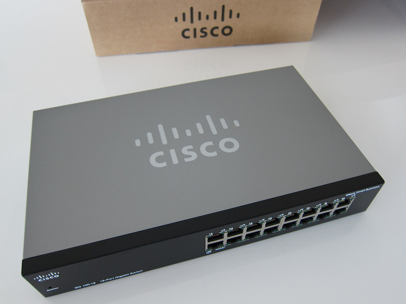 Cisco SR2016T 16-Port Rackmount 10/100/1000 Gigabit Switch