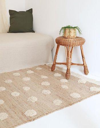 Nattiot tapijt Nop – naturel jute met witte stippen