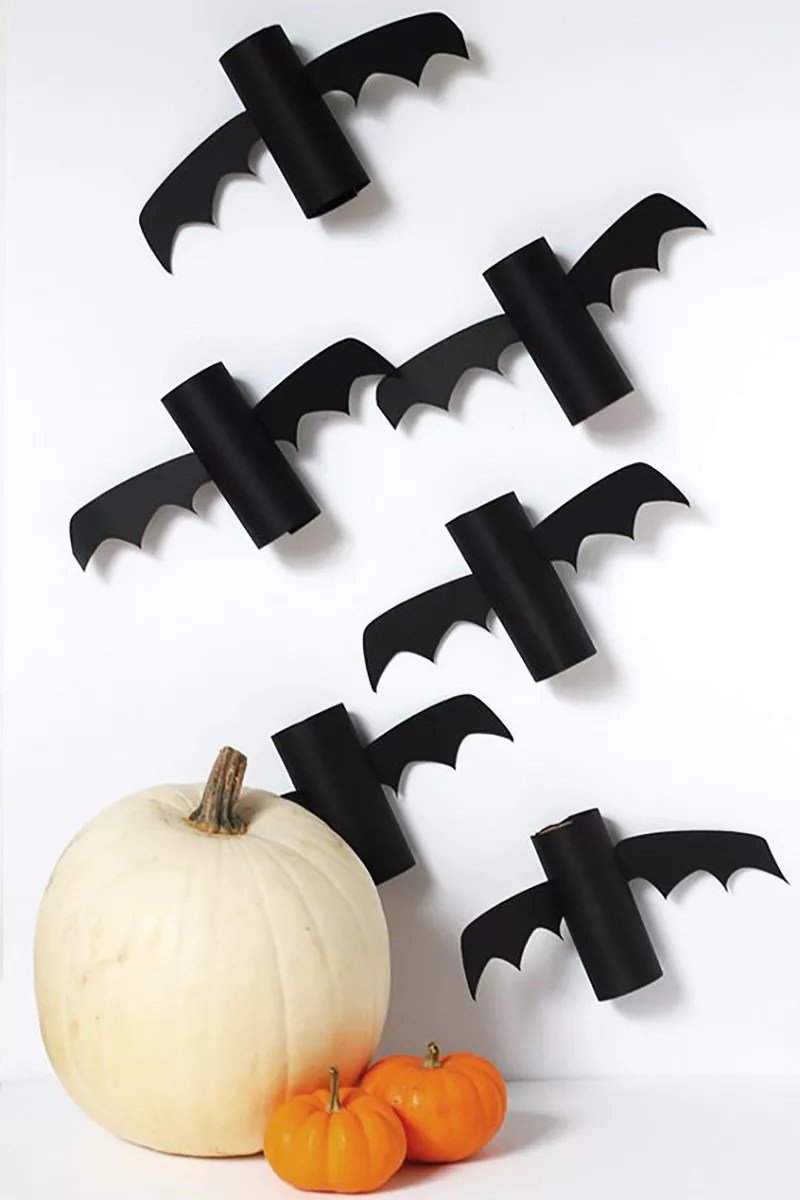 Murciélagos con rollos de papel