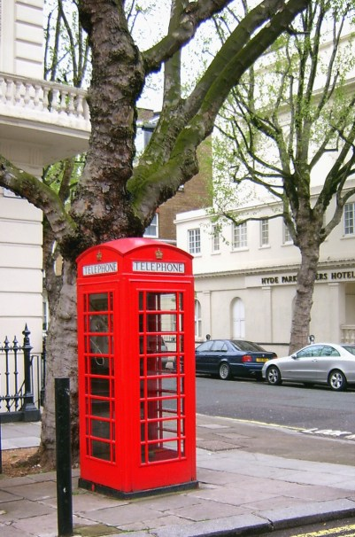 lonon red phone booth