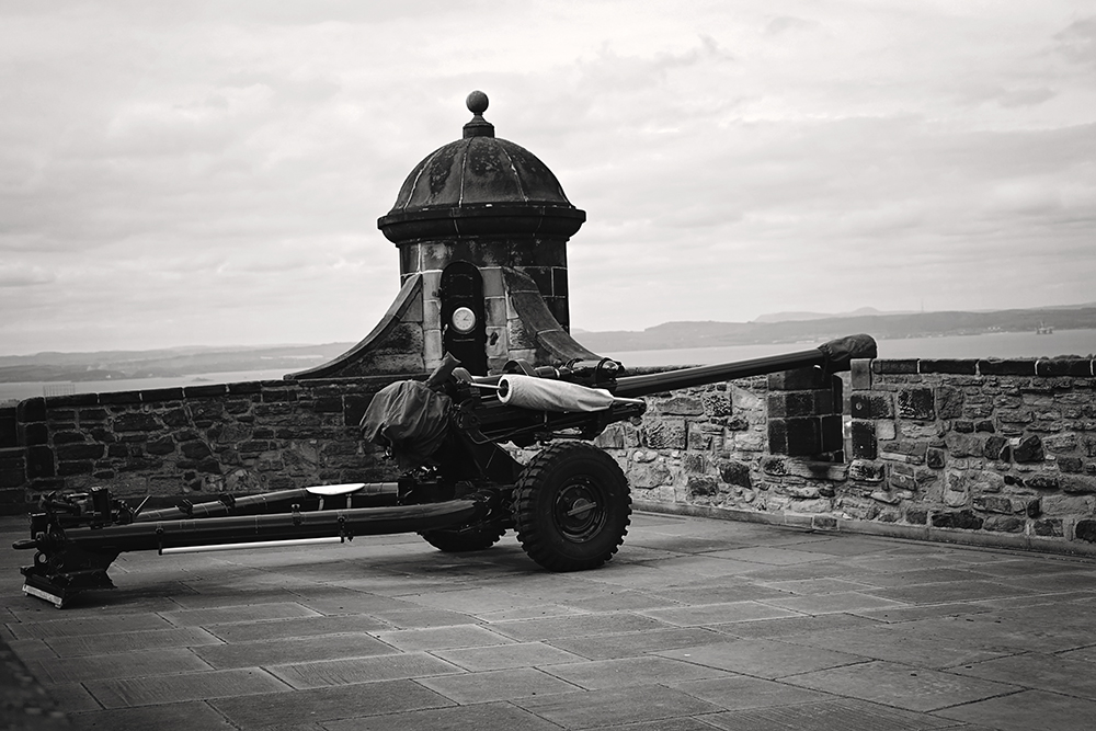 edinburgh castle cannon