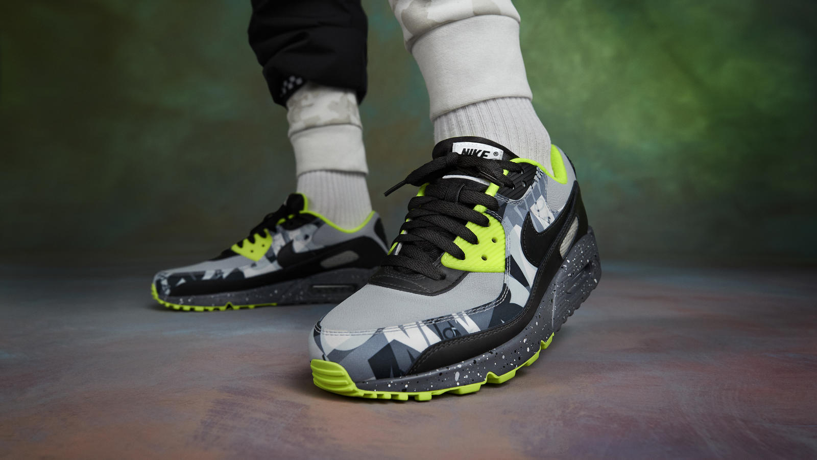 nike-by-you-air-max-90
