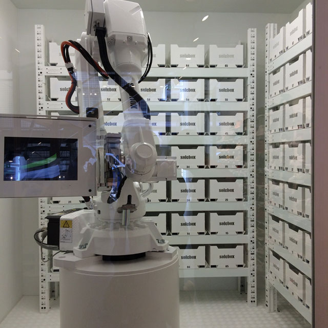 Berlin sneaker store check: a robot a soleboxban