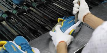 Shoe manufacturing video - sole bonding