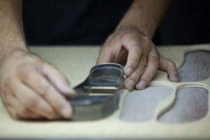 This is a book about shoemaking, learn how to make shoes