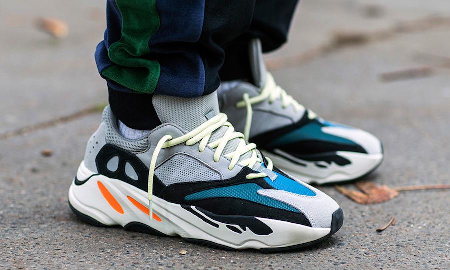 gambar sepatu Adidas Yeezy Boost 700