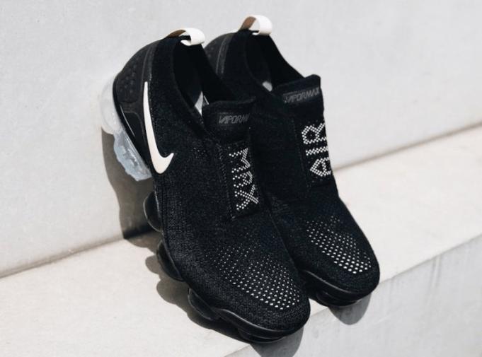 gambar sepatu NIKE AIR VAPORMAX MOC 2 Black / Light Cream