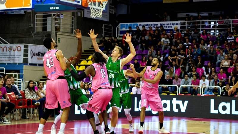 Una imagen del partido entre el CBC Valladolid y el Real Betis Energía Plus con la equipación rosa bien visible