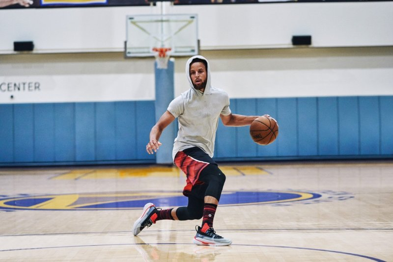 Stephen Curry con las Under Armour Curry 7