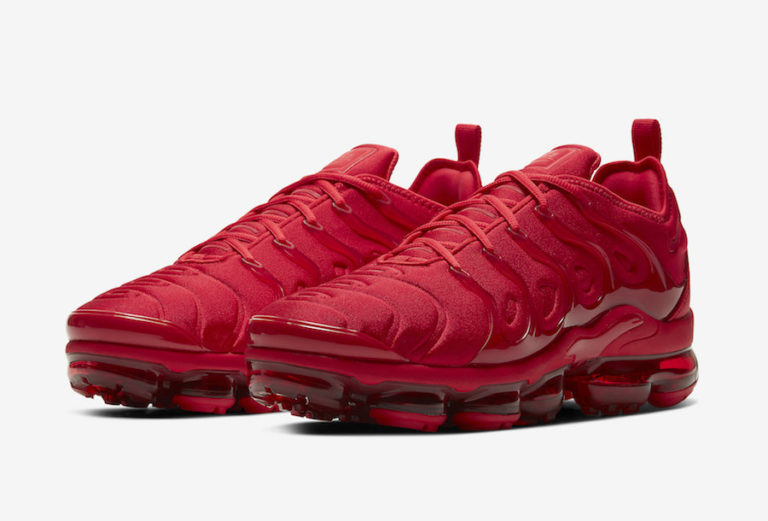 First Look: Nike Air VaporMax Plus 'Triple Red'