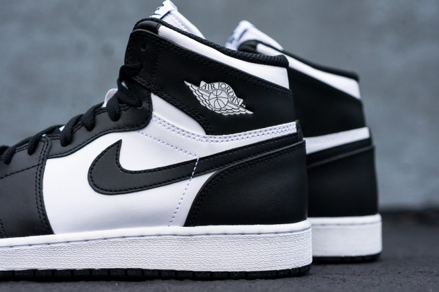 Air_Jordan_1_Kids_OG_Black_White_Sneaker_Politics_2