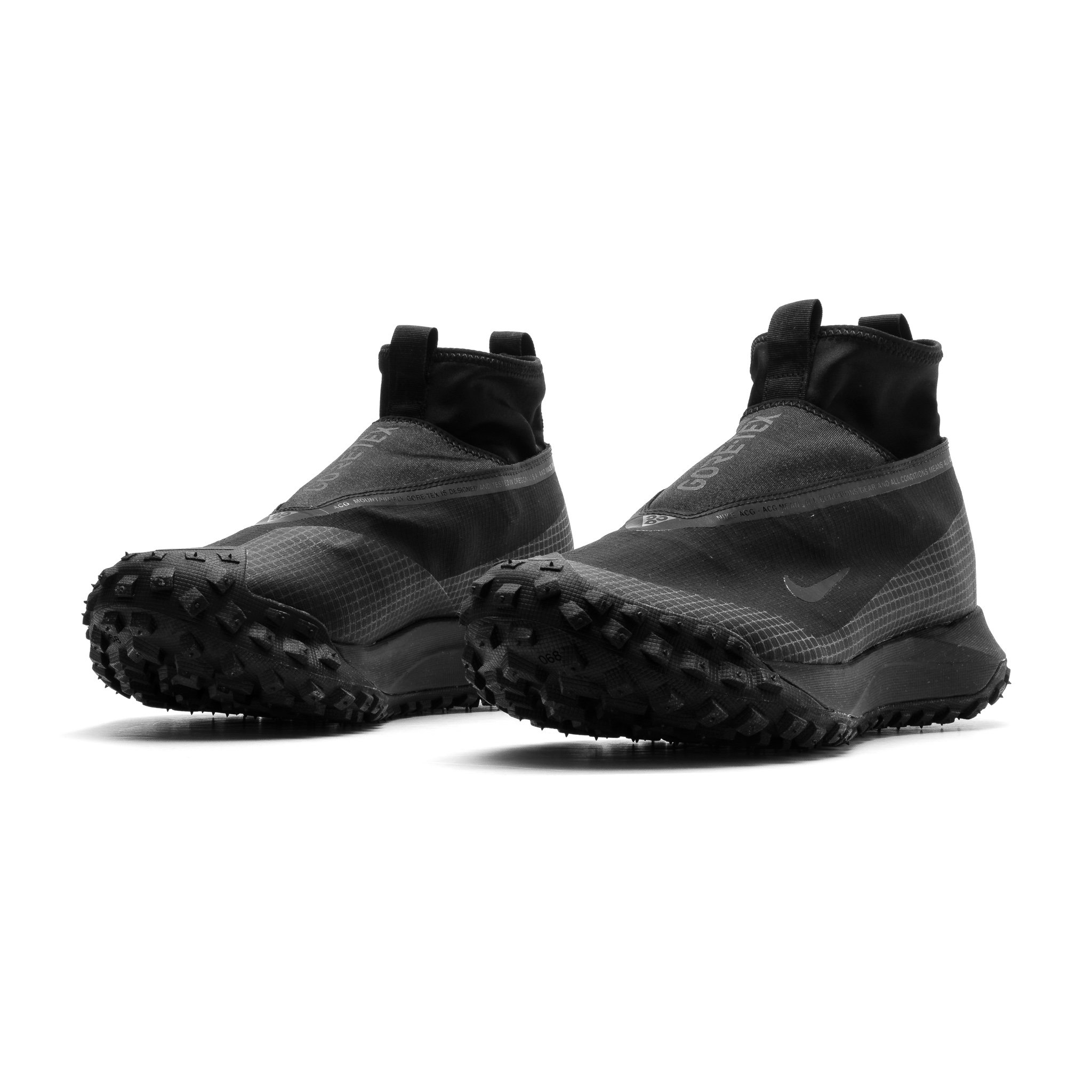 The ACG Mountain Fly Gore-Tex CT2904-002 sneakers are stylish, comfortable, and durable.