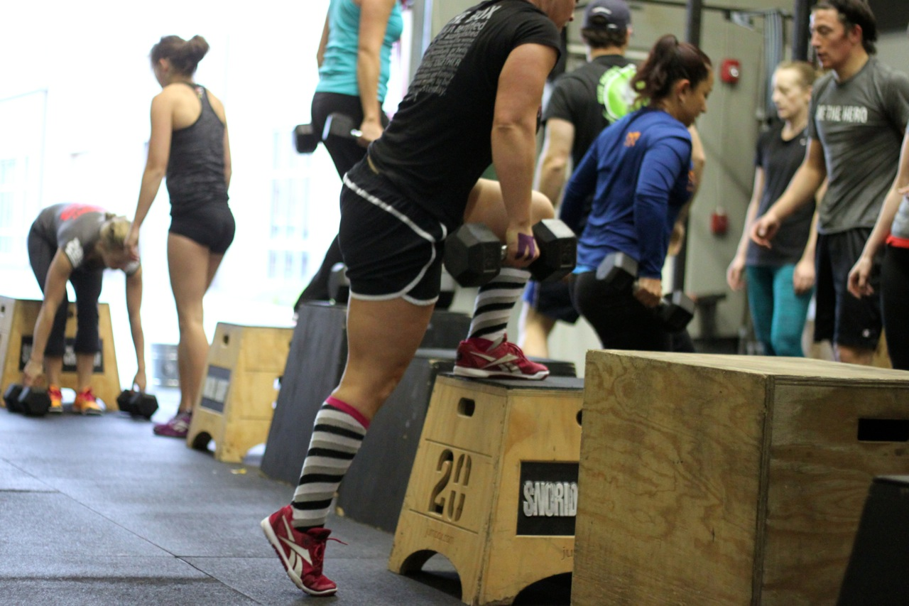 Resultado de imagen de box step over with dumbbells crossfit