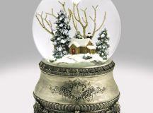 Home for Christmas Snow Globe: Global Shakeup / snowdomes.com