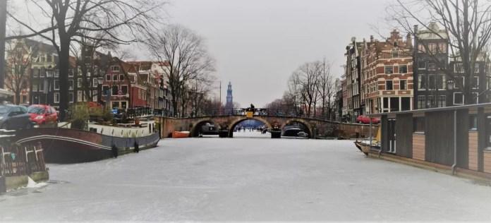 Schaatsen op de Amsterdamse grachten 2012