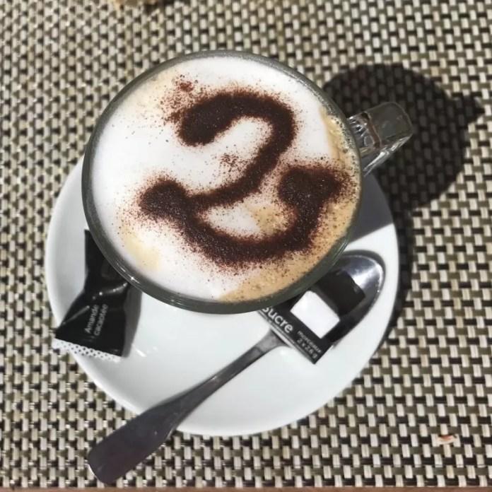De '2' van Les Deux Alpes is o-ver-al, zelfs in je koffie!