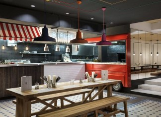 Een hippe foodtruck in het hostel restaurant