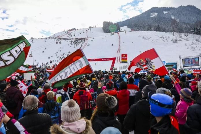 Zo'n 8000 toeschouwers zien Marcel Hirscher in Saalbach winnen